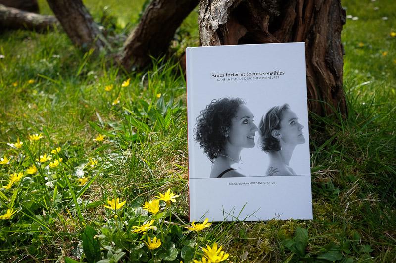 Livre de Morgane et Céline dans la nature
