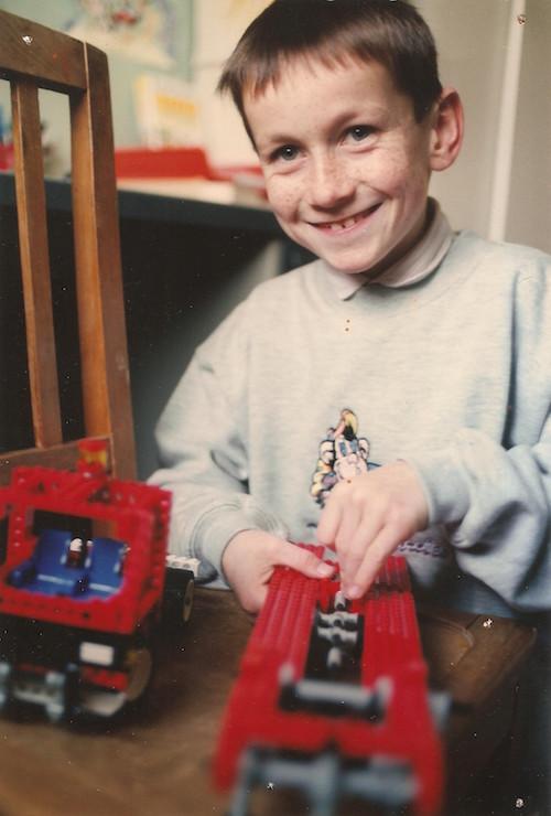 Guillaume enfant jouant aux légos