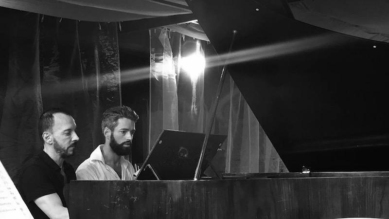 Antoine et Olivier au piano lors de leur concert