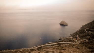 Le chemin de Chora à Panagia Chozoviotissa