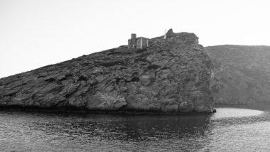 Une chapelle avant de quitter Amorgos par le port de Katapola
