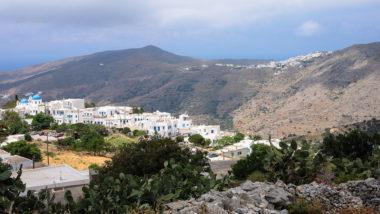 Vue de Tholaria en premier plan, Langadha au fond à droite - Amorgos - Grèce