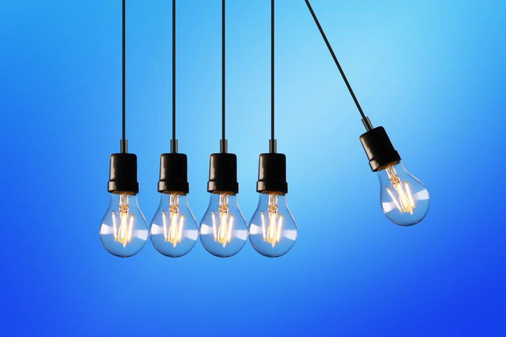 Ampoules qui s'entrechoquent ou comment faire le tri dans ses multiples idées