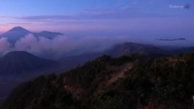 Caldeira du Tengger, mont Bromo, vue du Gunung Penanjaken au levée du soleil, Java, Indonésie