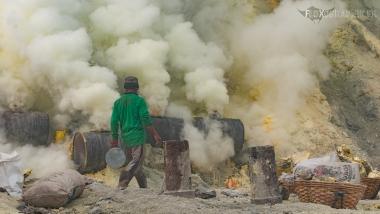 Les fumerolles du Kawah Ijen, Java, Indonésie