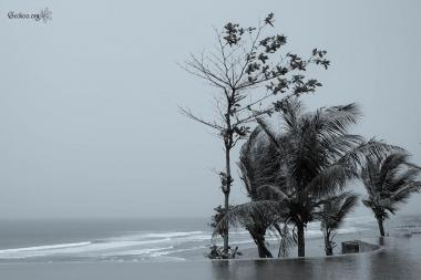 Entre mer et piscine à Parangtritis, Java, Indonésie