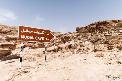 Wadi Bani Khalid- panneau en direction de muqal cave, la grotte