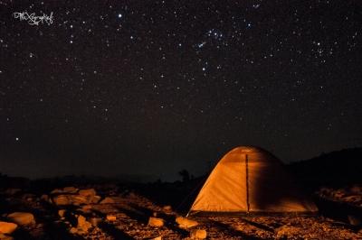 campement et étoiles la nuit à Jebel Sham